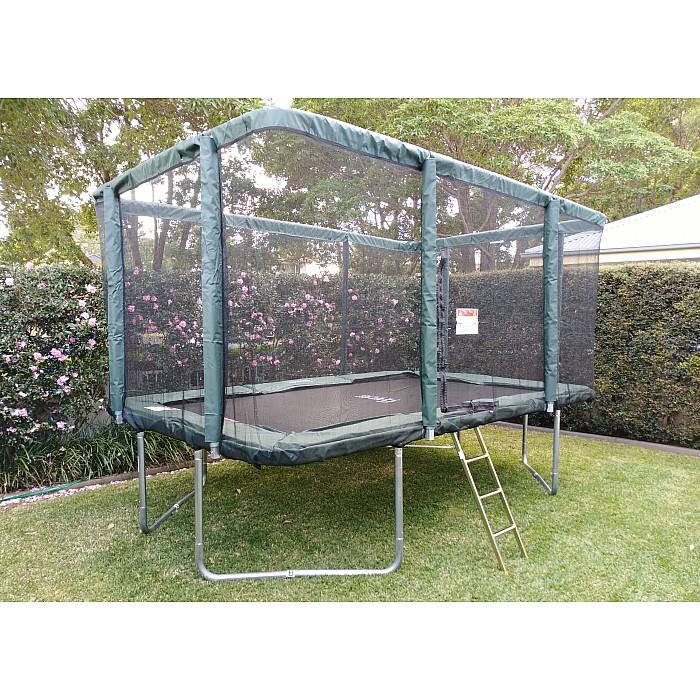 trampoline-looking-good-in-garden