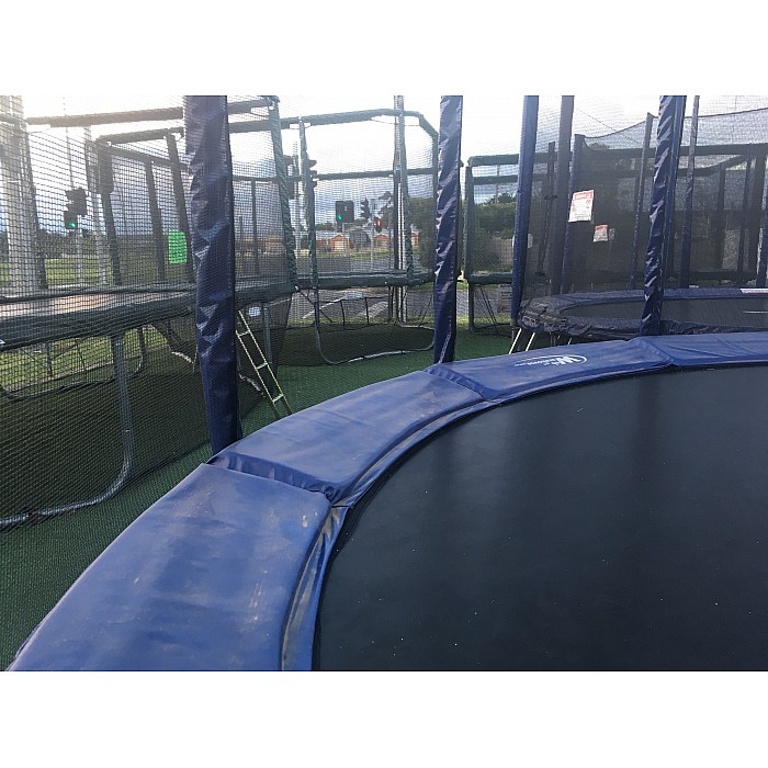 round-trampoline-with-mat
